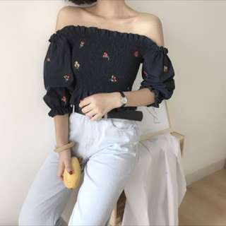 [Free mail] Embroidered Off Shoulder Top