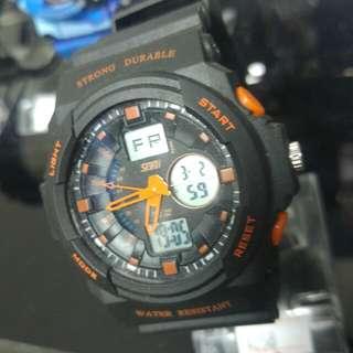全新運動型電子手錶