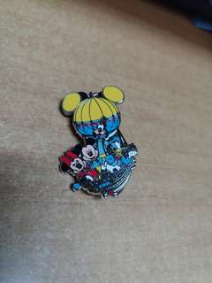 HKDL Pin 2011 - Mickey & Minnie