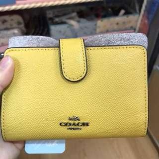 Coach F11584 黃色中號對摺相位/散子位/卡位銀包