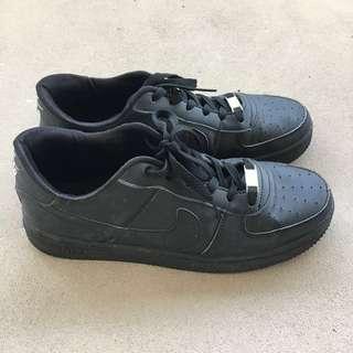 us 9/euro 43 nike black air force sneakers / shoes