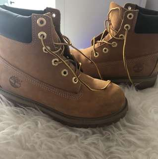 Like new women's timberland boots size 6.5