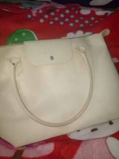 Handbag broken white