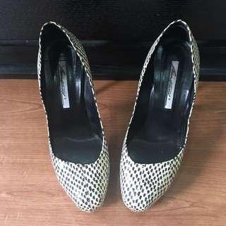 Pre loved Brian Atwood pump heels sz 37