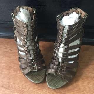 Pre loved elie tahari heels sz 37