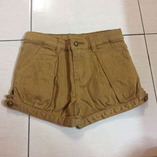 Brown short pants