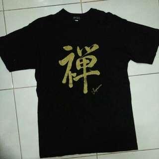 Kaos hitam dari jepang