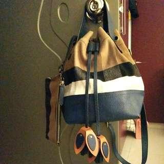Burberry新款真皮帆布水桶袋