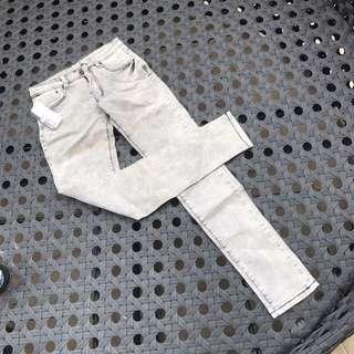 灰白色牛仔長褲