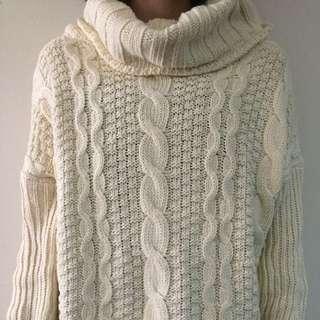 高領米白毛衣