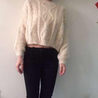 米白短版毛衣