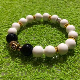 Gold Buddha head / white beads bracelet