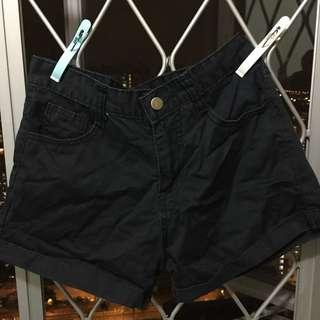 Black short 黑色短褲