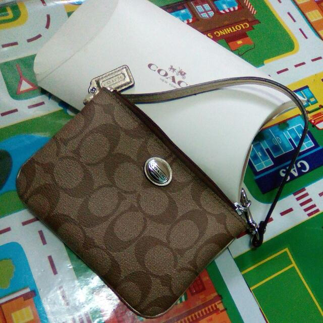 2nd Hand Wristlet Coach From America