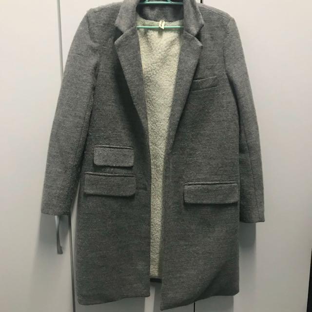 便宜賣!挺版毛呢灰色大衣 內羔羊毛