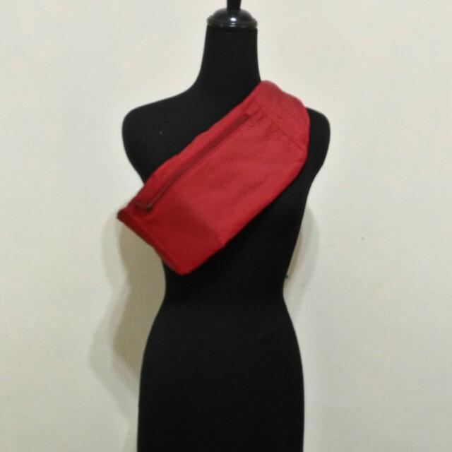 九成新~ 比利時 HEDGREN ( URBAN BAGS ) 紅色 腰包 背包 斜背包 ~ 男女都可適用 ~