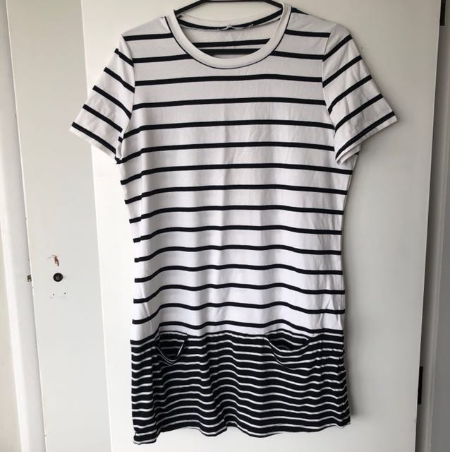Basic dress t-shirt from the brand Atmos & Here in size 10. Hardly ever used it, still in a very good condition :)