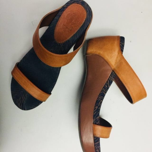 Celine Wedge