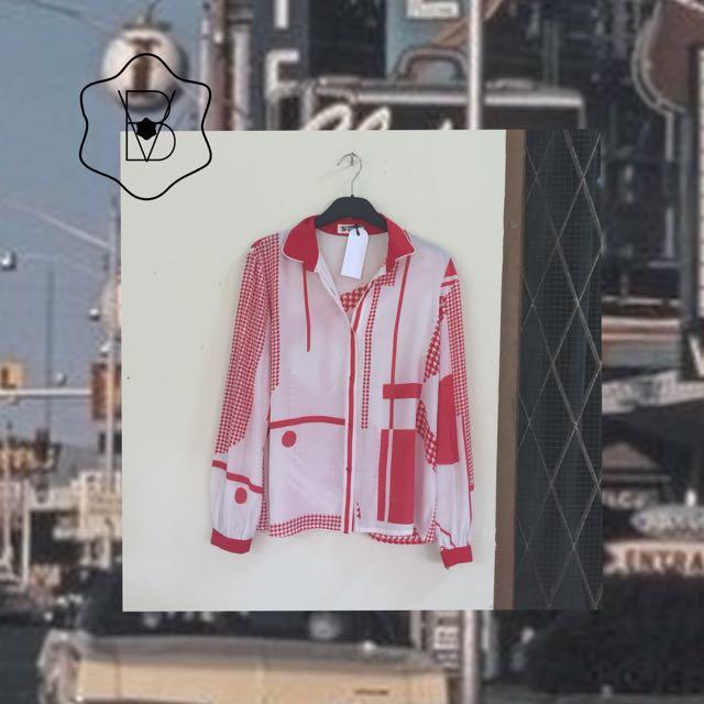 Kemeja putih merah berpijar