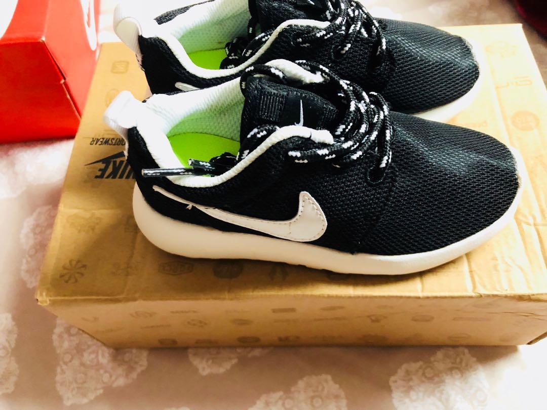 Nike rosherun kids  size 11c