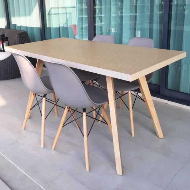 Dining Table Eames Chairs Replica