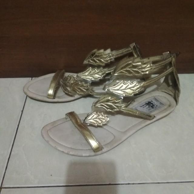 Sepatu sendal gold