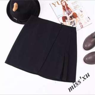 Black side pleated skirt