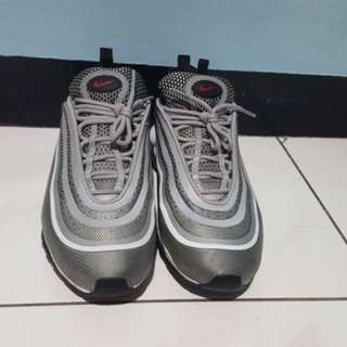 Am 97 silver bullet size us 10 vnds 9/10