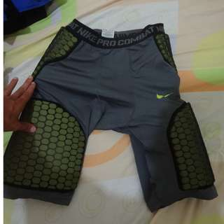 NIKE PRO COMBAT COMPRESSION SHORTS - XL