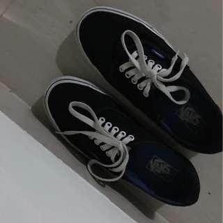 D07 Sepatu Vans