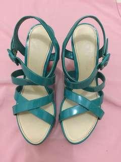 Sepatu wedges charles and keith ori