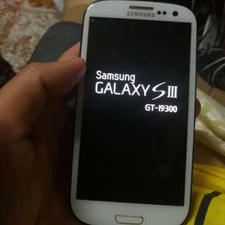 Samsung Galaxy s 3   i 9300  ( read & see my carousell information other mobile)