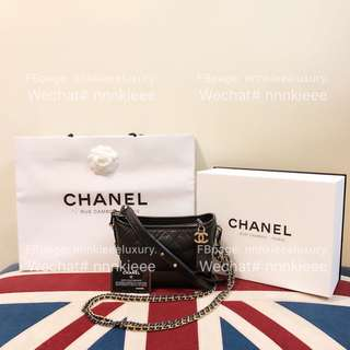 100% Authentic & Brand new Chanel Gabrielle hobo 黑拼黑small size