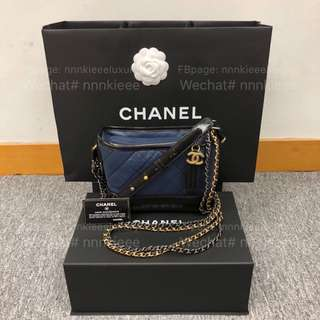 100% Authentic & Brand new Chanel Gabrielle hobo 海軍藍拼黑small size