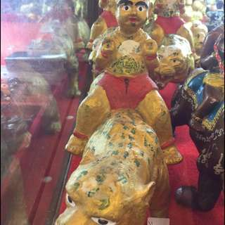Late Lp.Yeam Wat Sam Ngam Kumantong bucha sitting on tiger for rent.Please offer reasonable.price.