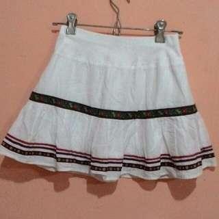 Rok putih pendek kombinasi