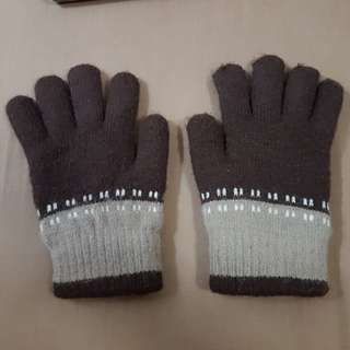 USED TWO TONE BROWN WINTER GLOVES