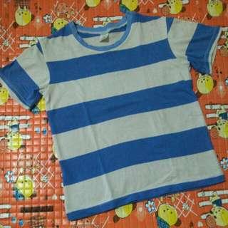 Kaos biru putih