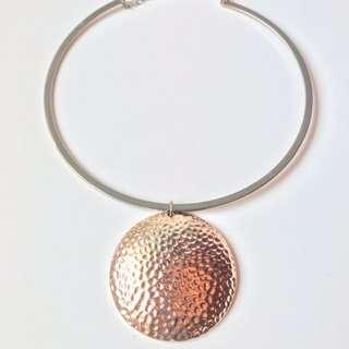 ELEGANT round necklace