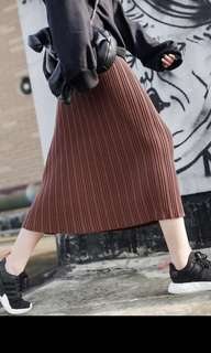 High waisted knit skirt in brown for fall/winter