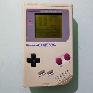 第一代厚gameboy 可玩,但無聲(插耳筒有聲) 屏幕有圓印,電池位有生秀,送3盒帶,包電池
