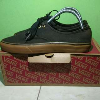 VANS AUTHENTIC BLACK RUBBER GUM
