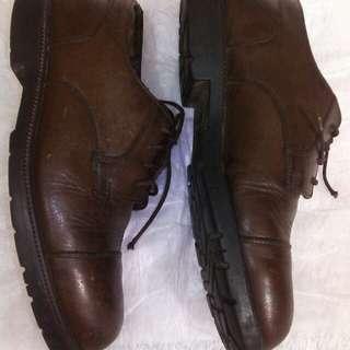 Sepatu kulit pantofel Bass