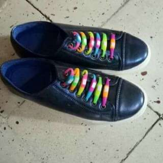 Unisex sneakers (size 8)