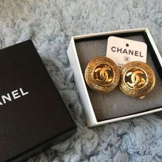 Chanel ear clip