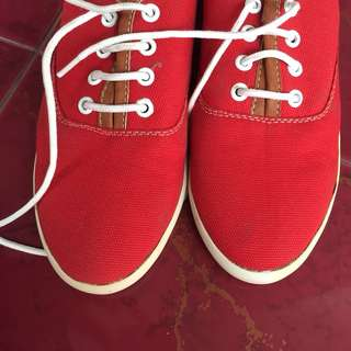 Sepatu kets Zalora