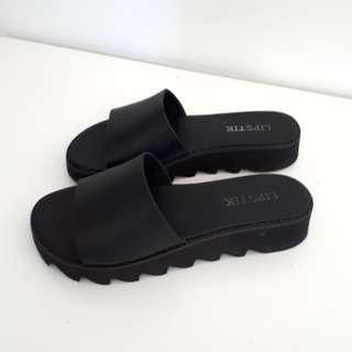 Black slides with low platform heel - Lipstik size 7