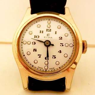 50/60年代 瑞士品牌 司馬腕錶白瓷錶面 Vintage CYMA Rare Porcelain Dial Mechanical Manual Wind Watch 機械上鍊:100%原裝瑞士司馬罕有全美白瓷錶面兩針運行,Original Porcelain Mint Dial with Gold capped Watch Case in working condition 配上原裝司馬金套錶殼直徑29mm in Diameter ,運作正常。