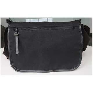 Artisan & Artisan ACAM 7100 messenger bag