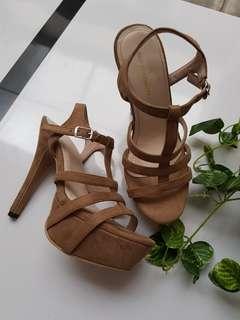 Brown heels size 34. (Cocok buat yg kakinya kecil mungil)